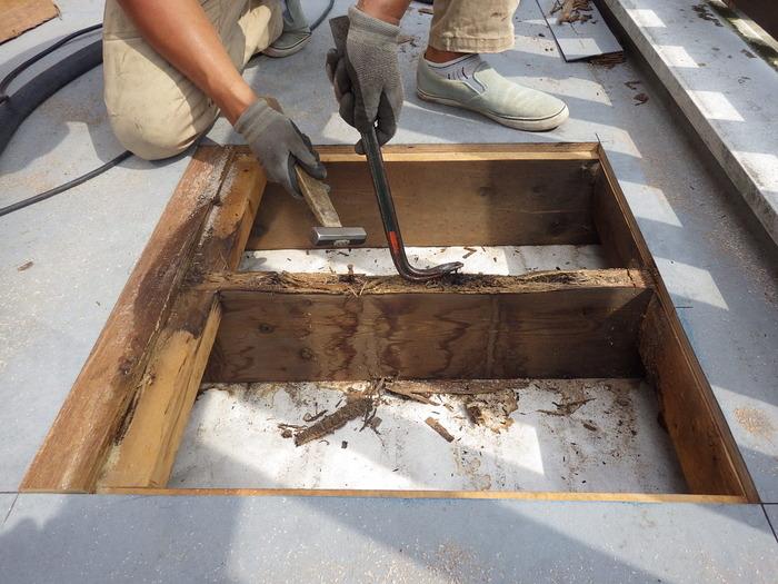 FRP防水の亀裂から雨水が侵入し下地を弱らせる?