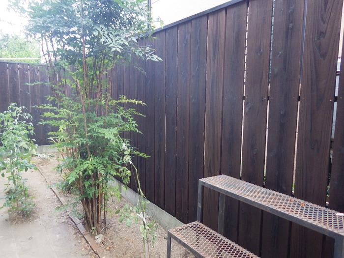 川口市 焼き杉板フェンスでお庭を演出!