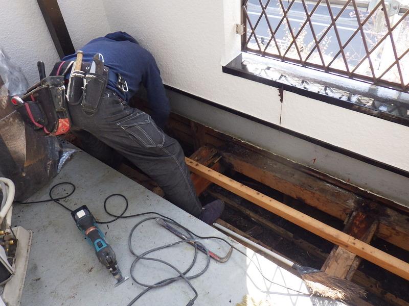 FRP防水がフカフカしていたら合板からやりかえなければいけないですよ!