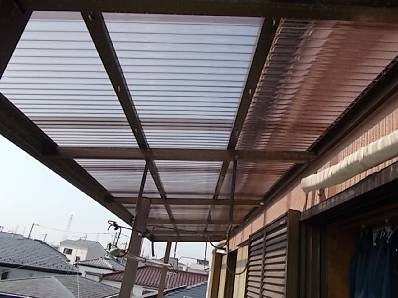 火災保険でベランダ屋根アクリル板と雨樋ジャバラ交換!