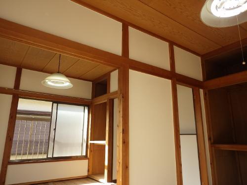 お部屋のカビや嫌な臭いも、光触媒の機能性塗料で消臭!