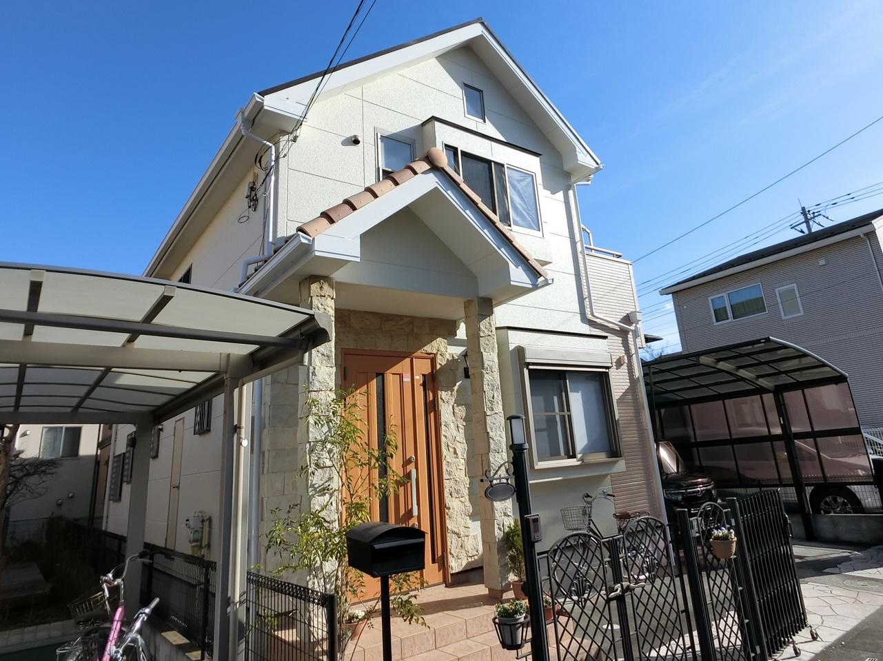 屋根・外壁シリコン塗装&棟板金交換!流行りの5分艶仕上げ!!