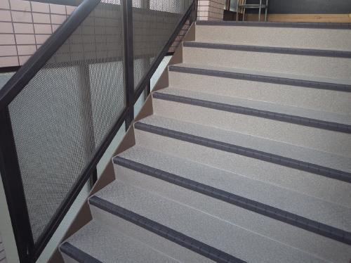 錆てボロボロの鉄骨階段は、タキステップでいつも奇麗に!