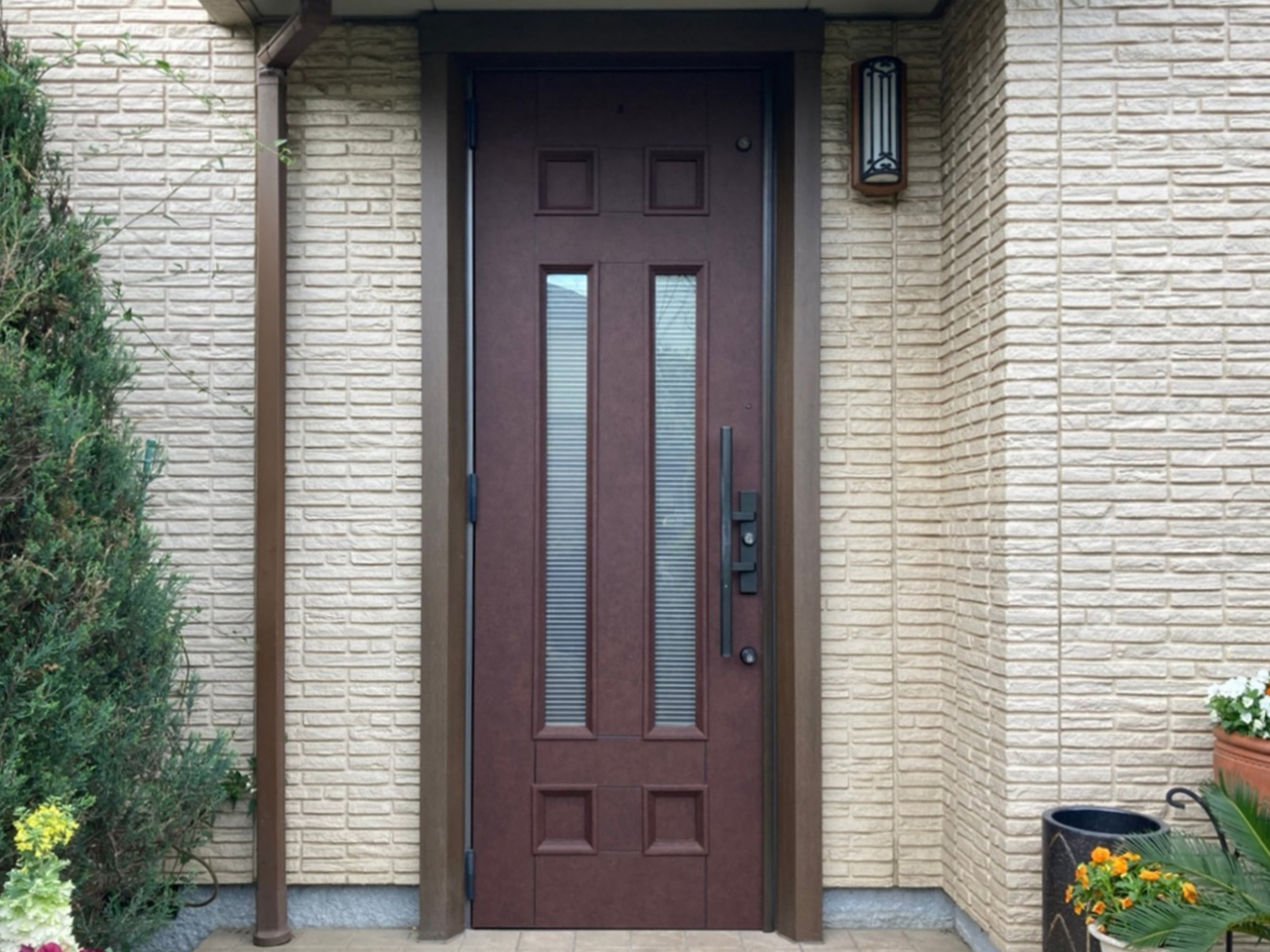 1DAYリフォーム!玄関ドアへのダイノックフィルム貼りでまるで新品!日焼けに強くお手入れも簡単!