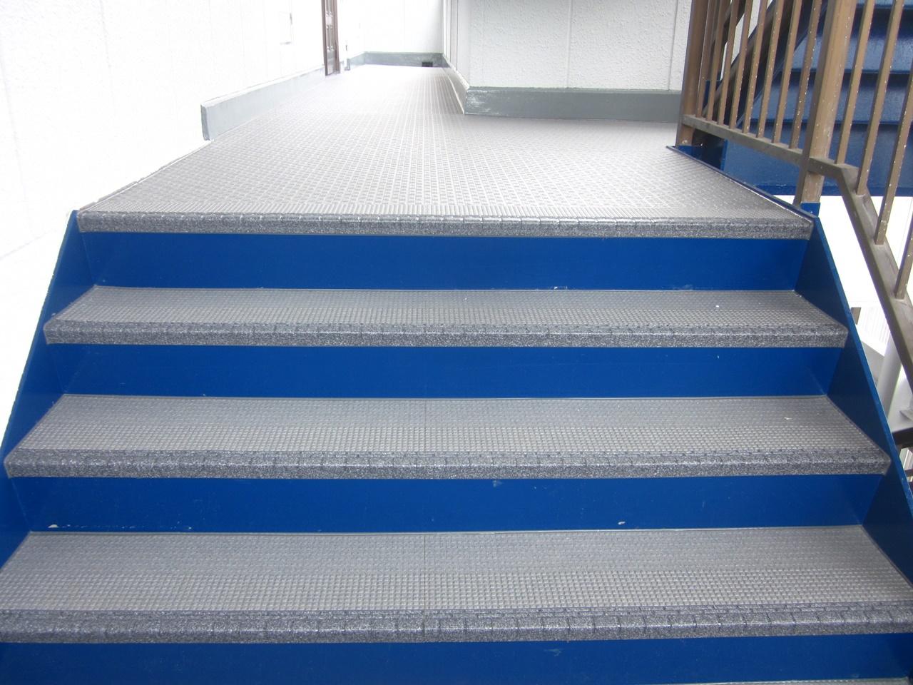 長尺シート張り&外階段タキステップでリニューアル!